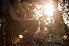 Jogando a música no parque Fotos de Stock Royalty Free