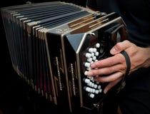 Jogando o bandoneon tradicional. Foto de Stock Royalty Free