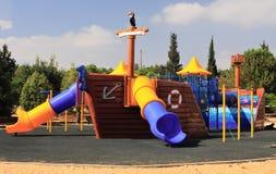 Jogando o complexo para crianças no parque público Imagens de Stock Royalty Free