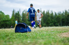 Jogando o futebol Imagem de Stock