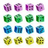 Jogando o grupo do vetor dos dados cubos 3d realísticos com Dot Numbers Bom para jogar o jogo do casino da placa Isolado no branc Fotos de Stock