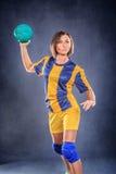 Jogando o handball imagem de stock