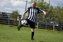 Jogando o jogador de futebol Foto de Stock