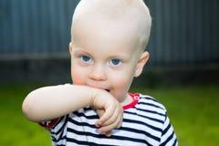 Jogando o menino Fotografia de Stock