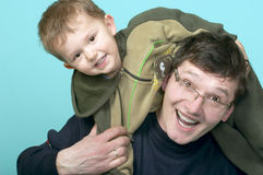 Jogando o pai e o filho imagem de stock royalty free