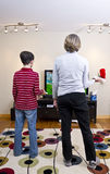 Jogando o sistema do jogo video de Wii Fotografia de Stock