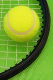 Jogando o tênis Fotografia de Stock