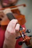 Jogando o violino imagens de stock