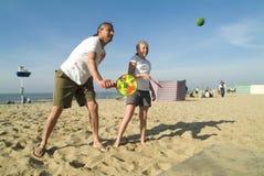 Jogando um jogo de esfera Fotografia de Stock