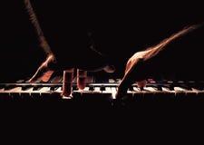 Jogando um piano ou um Synth Foto de Stock Royalty Free