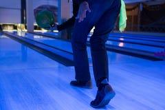Jogando uma bola Foto de Stock Royalty Free