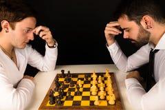 Jogando a xadrez Imagens de Stock Royalty Free