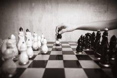 Jogando a xadrez Fotografia de Stock Royalty Free