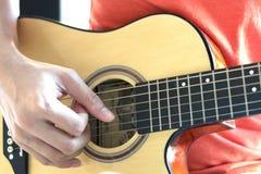 Jogar a guitarra faz seu dia maravilhoso Fotografia de Stock