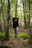 Jogga i skogen Arkivbilder