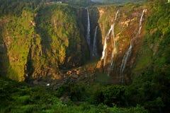 Jogga nedgångar, Indien den mest högväxta vattennedgången royaltyfria foton