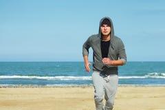 Jogga på stranden Fotografering för Bildbyråer