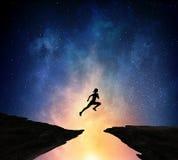 Jogger бежать на ноче Мультимедиа Стоковые Фото