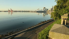 Jogger морской дамбы, парк Стэнли Ванкувер Стоковое Изображение