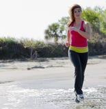 jogger пригодности брюнет стоковое фото