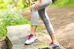 Jogger with hurt knee Royalty Free Stock Photo