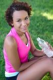 Jogger met Water in Park Stock Afbeelding