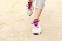 Jogger nogi na piasku fotografia stock