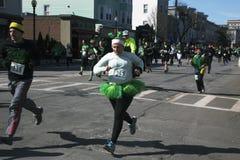 Joggers lopp för södra Boston, St Patrick dagväg, södra Boston, Massachusetts, USA Royaltyfria Foton