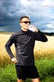 Jogging μέσω των πεδίων Στοκ Φωτογραφία