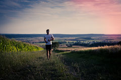 Jogging μέσω των τομέων στοκ εικόνα
