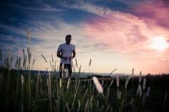 Jogging μέσω των τομέων στοκ εικόνα με δικαίωμα ελεύθερης χρήσης