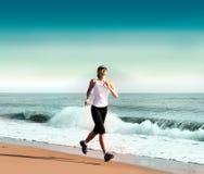 jogging νεολαίες γυναικών παρ&alp στοκ φωτογραφία με δικαίωμα ελεύθερης χρήσης