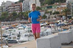 jogging νεολαίες γυναικών Στοκ φωτογραφία με δικαίωμα ελεύθερης χρήσης