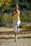 jogging υπαίθριες νεολαίες γ&u Στοκ Φωτογραφία