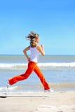 jogging девушки пляжа Стоковое Фото