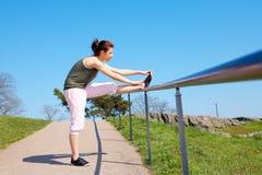 jogging девушки подростковый Стоковая Фотография