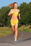 jogging детеныши женщины Стоковые Фотографии RF