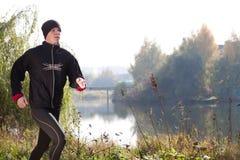 jogging детеныши парка человека Стоковая Фотография