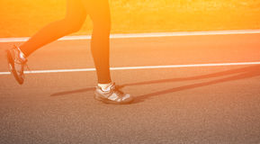 Jogging женщина на следе Стоковое фото RF