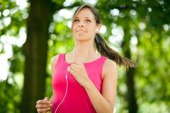 Jogging женщины внешний стоковая фотография