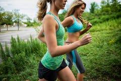 Jogging 2 женщин Стоковые Фотографии RF