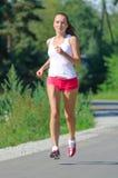 Jogging молодой женщины Стоковое фото RF