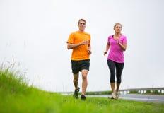 Jogging пар спорта фитнеса бежать снаружи Стоковые Фото