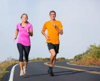 Jogging пар спорта фитнеса бежать снаружи Стоковое Изображение