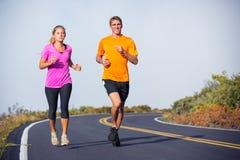 Jogging пар спорта фитнеса бежать снаружи Стоковое фото RF