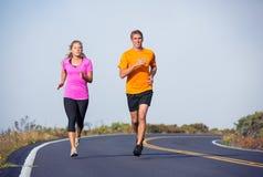 Jogging пар спорта фитнеса бежать снаружи Стоковые Изображения RF