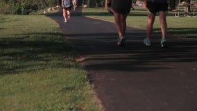 Jogging след сток-видео