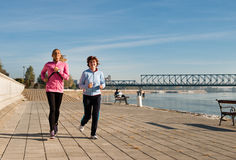Jogging on coasts Royalty Free Stock Photos