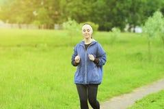 Jogging i sprawności fizycznej pojęcia: Portret Piękny Kaukaski Y Zdjęcia Stock