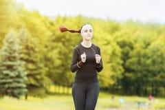 Jogging i sprawności fizycznej pojęcia: Portret Piękny Kaukaski Y Zdjęcie Royalty Free